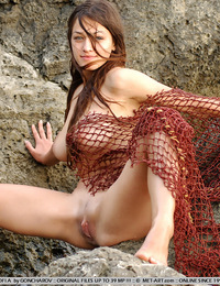 Sofi is catching everything with her big net, naked fishing is one of the newest sensations and I am ready to try it. - Sofi A - Capture Me
